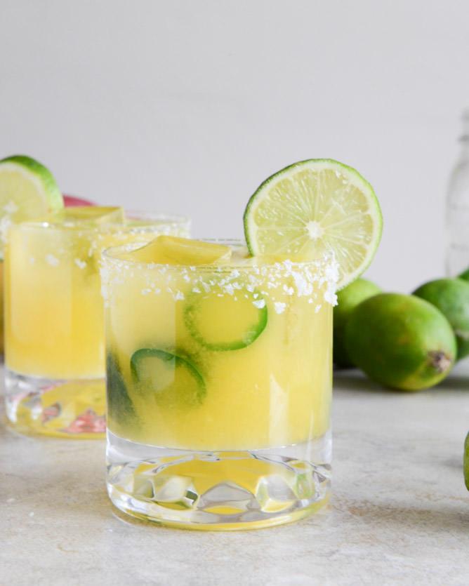 margarita-variations-sauceyapp-margarita-spicy-blended-swirl-different-margaritas (3)